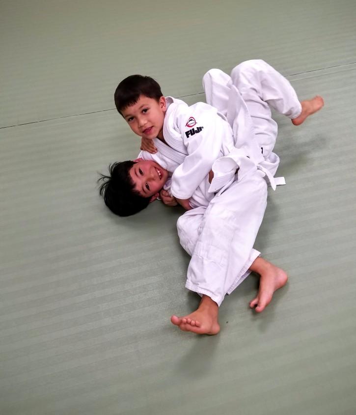 Practicing osaekomi-waza